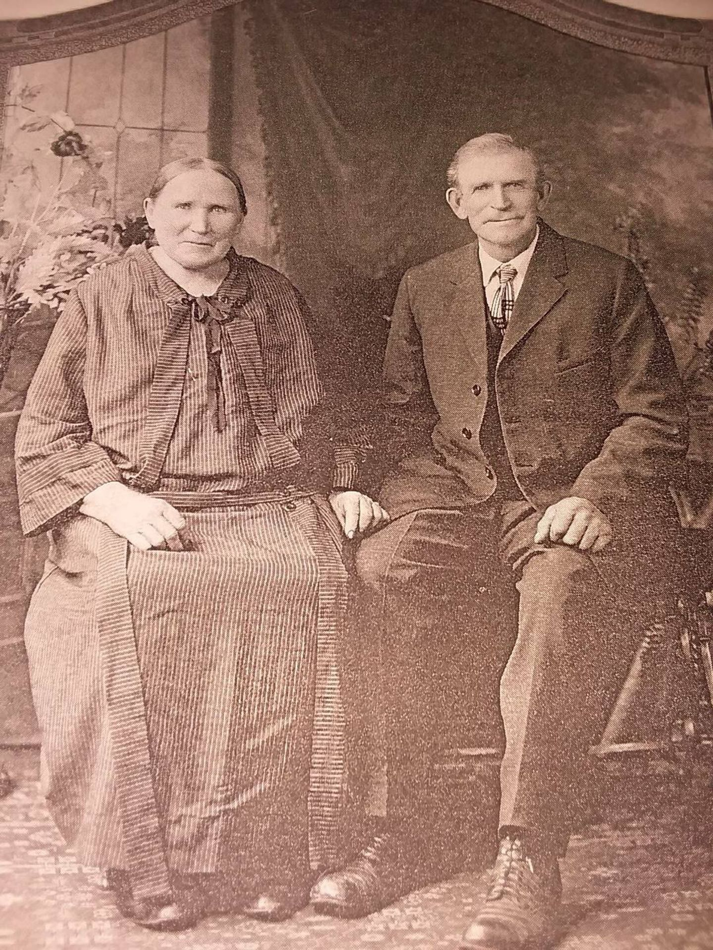 Man and woman seated dressed in formal clothes