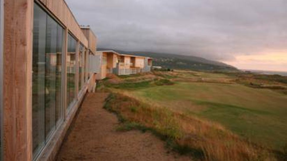 Restaurant and accommodations at Cabot Links