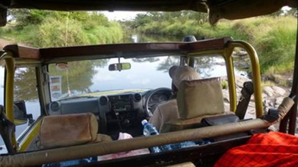 A bush driver crossing a riverbed in the Motorogi Conservancy