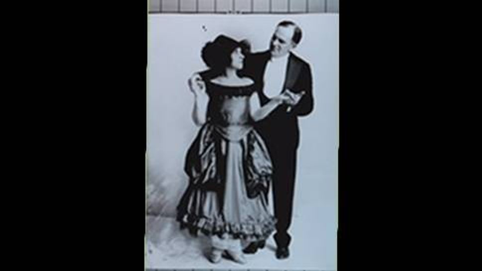 judy garland's parents frank and ethel gumm dressed for their vaudeville show