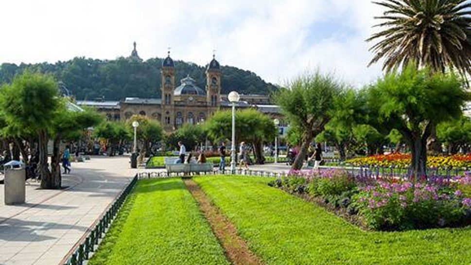 Sunny Spain has come out on top in the category of infrastructure. This European retirement haven has modern roads, extensive public transportation, and excellent internet coverage. The Mediterranean weather and beautiful beaches add greatly to its appeal.