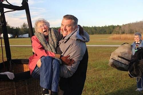 Norma gets a lift inside the balloon.