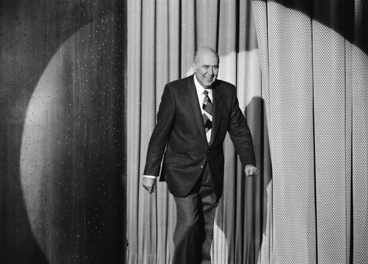 THE TONIGHT SHOW STARRING JOHNNY CARSON -- Pictured: Comedian Carl Reiner arrives on February 1, 1991