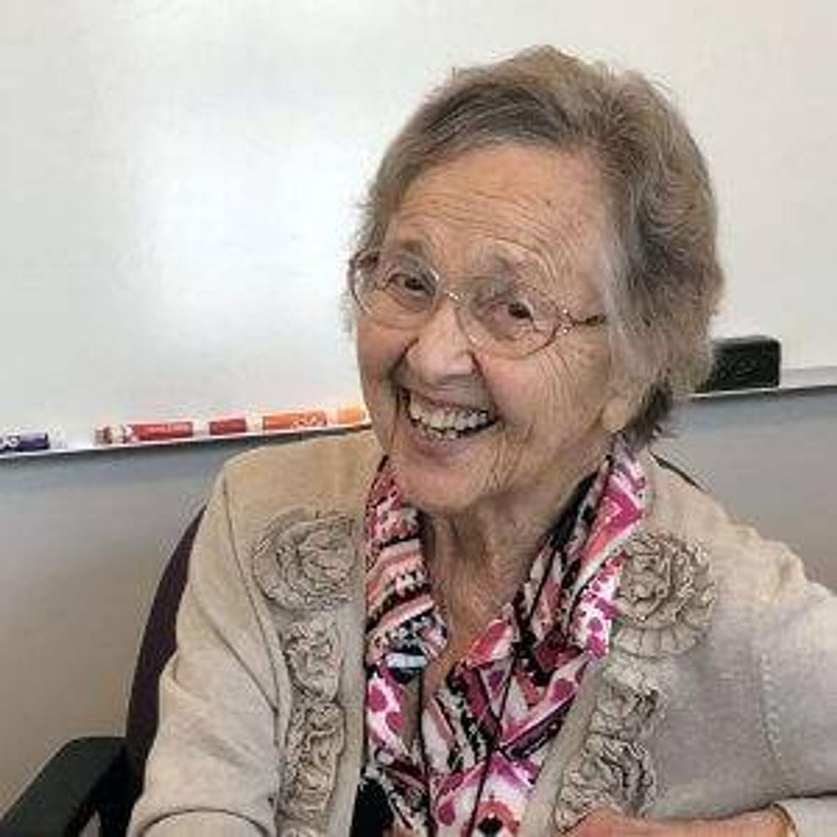 Ester van den Hoven, 94