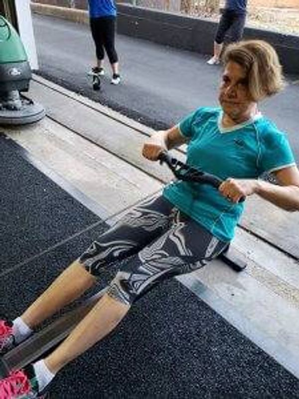 Mary Tsoulos doing CrossFit exercise