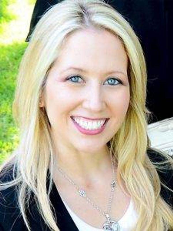 Nicole Horton, Wells Fargo Advisors