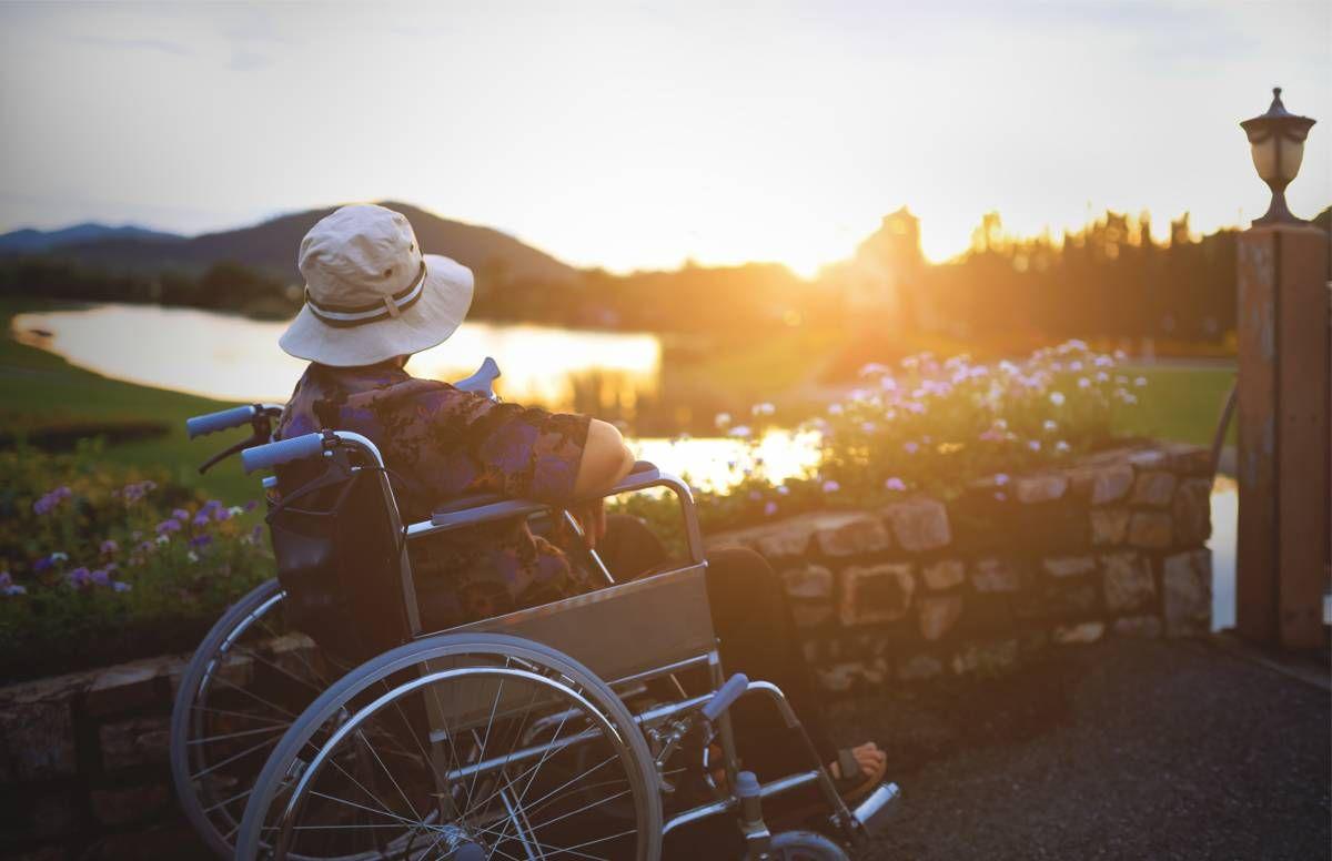 Peaceful long-term care setting