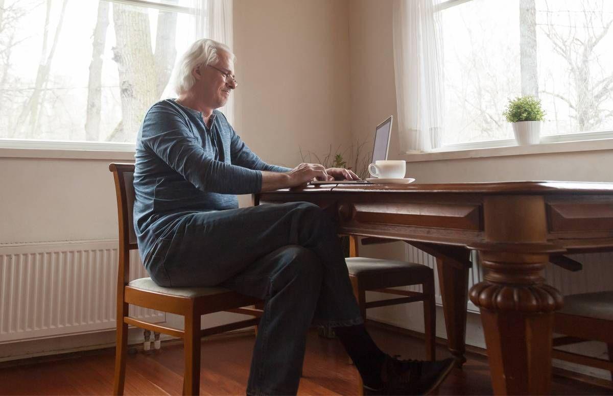 caregiver receiving online support
