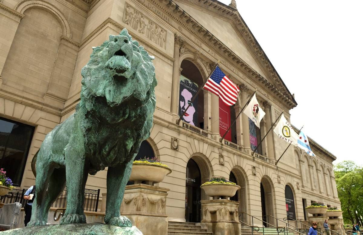 Lion sculpture in front of the Art Institute of Chicago