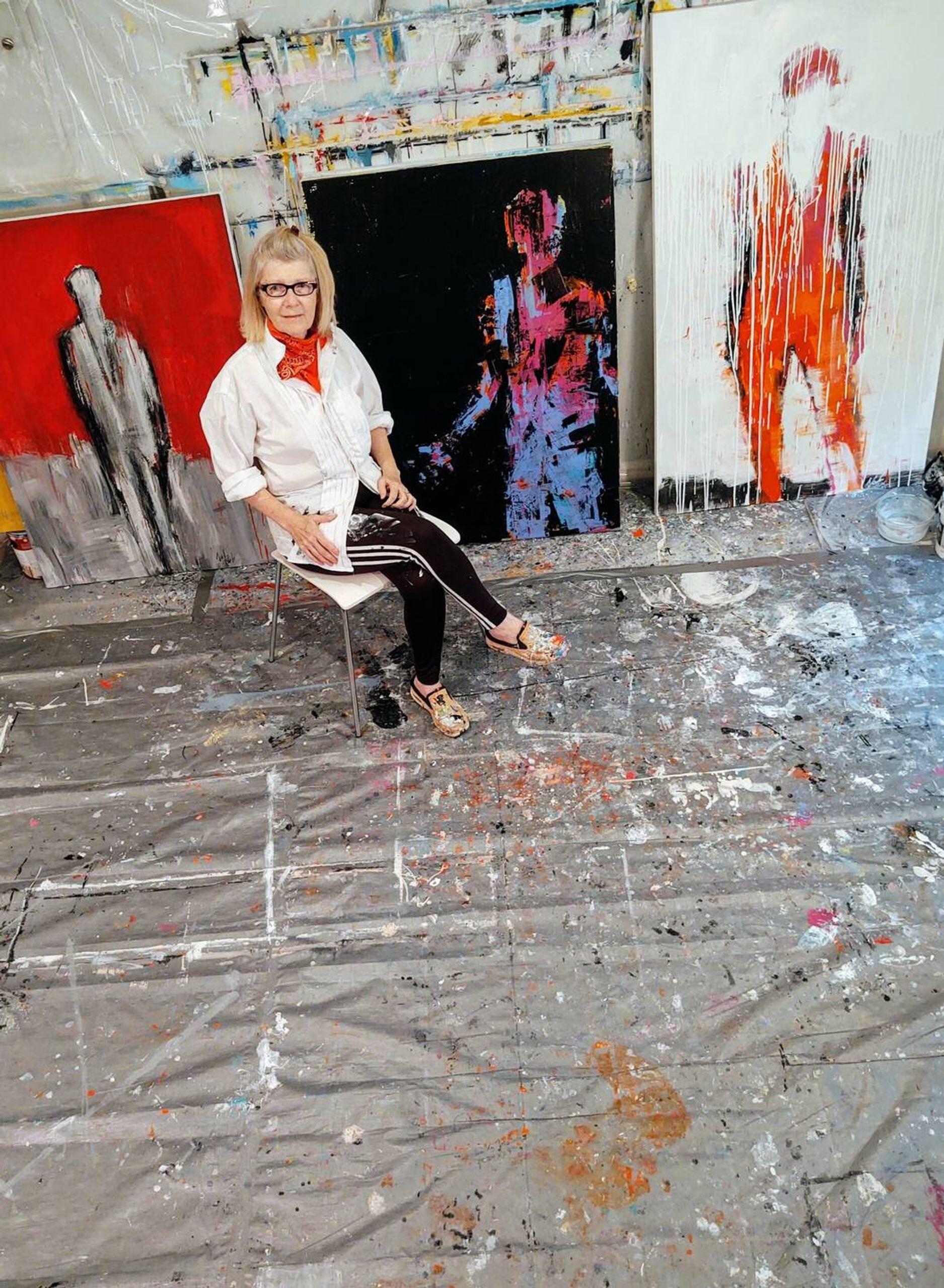Artist Leslie Nolan in her studio